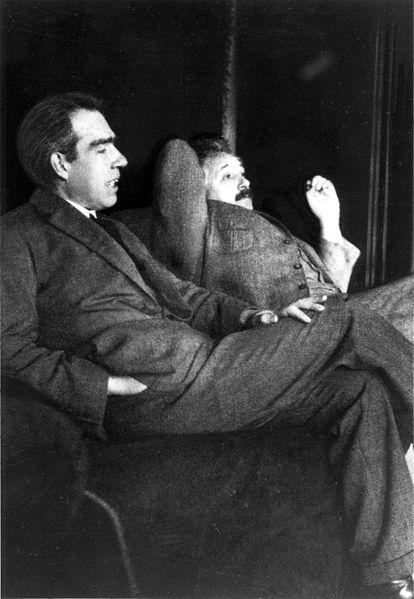 """Niels Bohr y Albert Einstein, actores del famoso """"Dios no juega a los dados"""""""