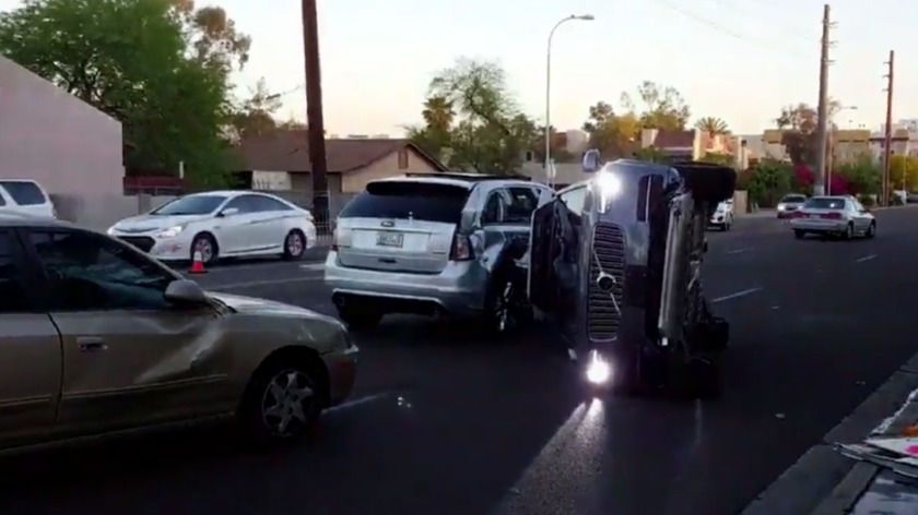 ubers-volvo-xc90-crashes-in-arizona